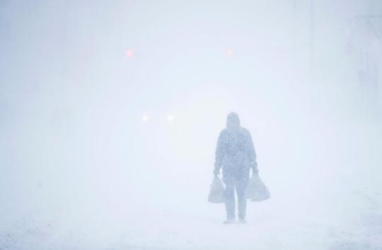 美国加州风暴肆虐 至少6人因为狂风大雪意外丧生