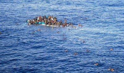 充气移民船在地中海沉没 近100人暂时下落不明