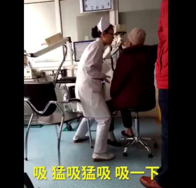 护士检查动作夸张 网友称赞护士可爱并不是小丑