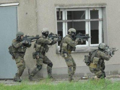 德军因缺钱用扫帚柄模拟炮筒 几年前就出现装备短缺情况
