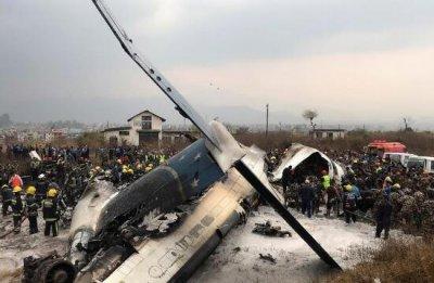 尼泊尔一客机坠毁燃起大火 受伤人员已被送医治疗