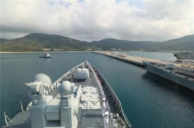 中国海军第二十七批护航编队凯旋 驱逐了13批42艘疑似海盗小艇