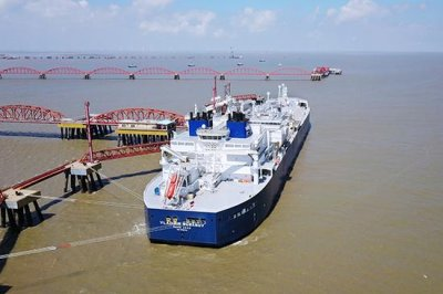 中国首船亚马尔LNG运抵江苏 是与俄罗斯合作共同开发的