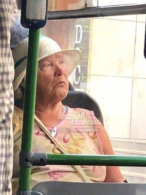 俄罗斯公交大妈长相酷似特朗普 表情神似引网友们热议