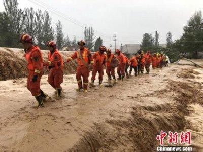 暴雨洪水夜袭兰州皋兰县 消防官兵营救疏散500余人