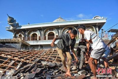 印尼龙目岛7级地震遇难者升至142人 导致数千栋房屋被毁