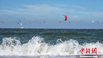 2018世界风筝水翼板锦标赛山东潍坊开赛 70名职业选手参赛