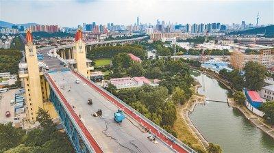 南京长江大桥初露新颜 计划11月底完成沥青桥面铺装