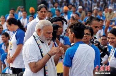 1200多名与印度总理莫迪同天生日的寿星一起庆生