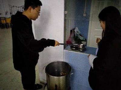 秋雨绵绵,启思播音的一碗姜汤暖心也暖胃