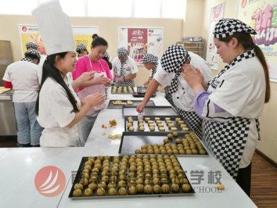 短期西点培训去南京新纪元烹饪学校 给你全面实练保障