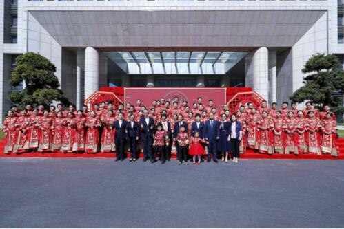 吉利创业32周年庆暨新远景SUV集体婚礼杭州总部举行