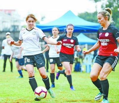 首届全女子足球赛登陆琴岛 是国内首个国际业余女子足球赛