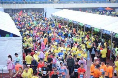 畅跑烟雨桂马2018桂林银行桂林国际马拉松赛激情开跑