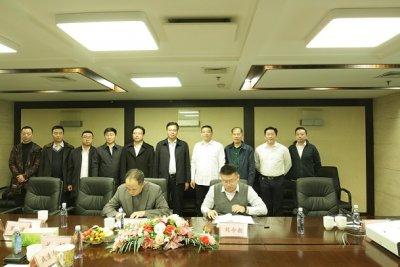 成清涛总裁与九寨沟县委书记会谈并共同见证双方签署战略合作协议