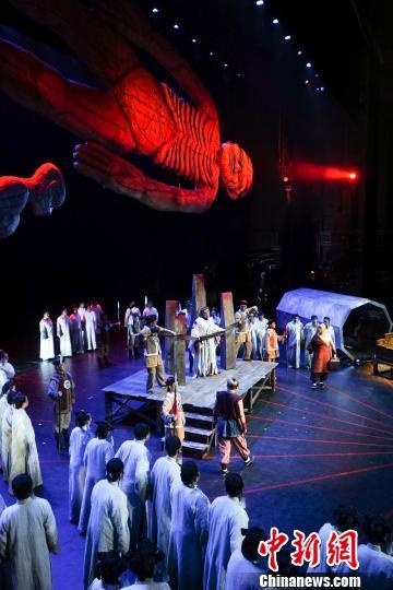 歌剧《檀香刑》于国家大剧院登台 王小京 摄