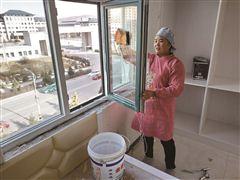 海东市互助县林川乡马家村一男子瘫痪8年 妻子真情相伴