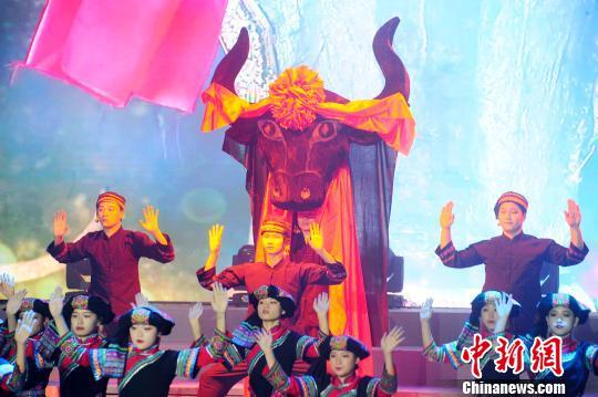 晚会演绎古老的祭祀仪式。 蒋雪林 摄