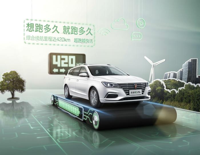 据悉,荣威Ei5自上市起就以全方位高品质超越市场对纯电动车的预期,此次焕新顺应消费者需求,大大提升了续航里程,综合续航里程增至420km,最大续航可达570km,实现纯电动车型中的最长真实续航,堪称电动车中的金霸王。