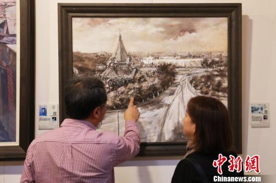此次展览为公益性活动,吸引了大批民众参观。 吕品 摄