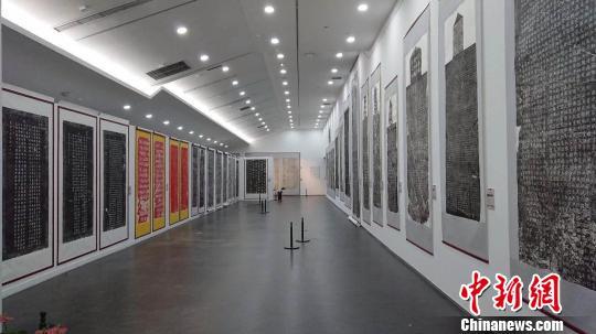 山西历代碑拓书法艺术展主要展示部分帝王、文人墨客等的碑刻书法艺术的拓片作品。山西工美提供