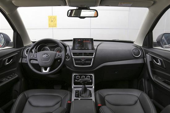 新增车型外观与现款车型保持一致,开眼角远/近一体式前大灯炯炯有神,六边形大嘴进气格栅尽显霸气,保险杠线条丰富,日间行车灯位于下方。新增车型设计未变,重点体现在配置差异,新款互联智能版比售价8.48万元的豪华型多出D-Life 3.0互联智控系统,功能包括导航、语音控制、在线音乐、车支付、4G网络和WiFi热点等,此外还可以无限更新升级。