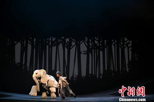 《最后一头战象》登台国家大剧院 凌风 摄