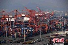2018年中国外贸进出口总值30.51万亿元 其中出口16.42万亿元