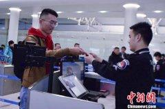"""长沙黄花国际机场启动中国首条洲际航线""""无纸化""""乘机服务"""
