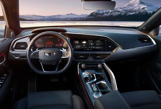 回顾吉利FY11外观,新车将会提供普通版以及运动版两种外观车型,均会采用Coupe的设计风格,吉利家族式的涟漪进气格栅十分醒目,品牌辨识度极强。运动版车型将会采用更具视觉冲击力的运动套件,车身姿态也更低。尺寸方面,新车长宽高分别为4605/1878/1643mm,轴距为2700mm。