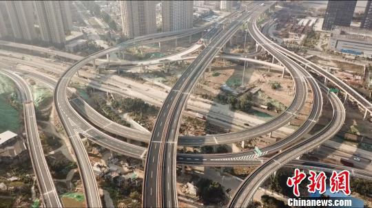 图为,福州市三江口大桥北接线 杨文静 摄