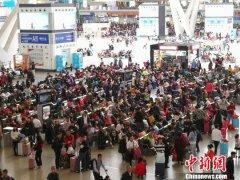 广东地区迎来节后返程客流高峰 今日各大火车站到达客流超过75万人次