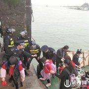 泉州泉港区南铺镇惠屿岛25名孩子跨海上学 再启征程