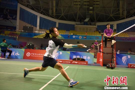 中国(陵水)国际羽毛球大师赛挥拍开打。 李秋溪 摄