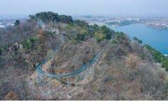 玻璃水滑道亮相南京六合金牛湖风景区 全程长度近300米