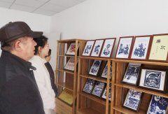 扬州文峰街道鼎园社区古稀老教师廉政剪纸送社区 创作历时一个多月