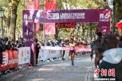 首届上海国际女子半程马拉松赛开跑 埃塞俄比亚选手以1小时14分55秒夺冠