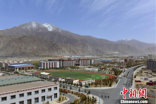 拉萨教育城拥有多所高中、中职及特校等各类学校。 江飞波 摄