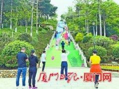 厦门薛岭山公园彩色云梯亮相 共192个台阶