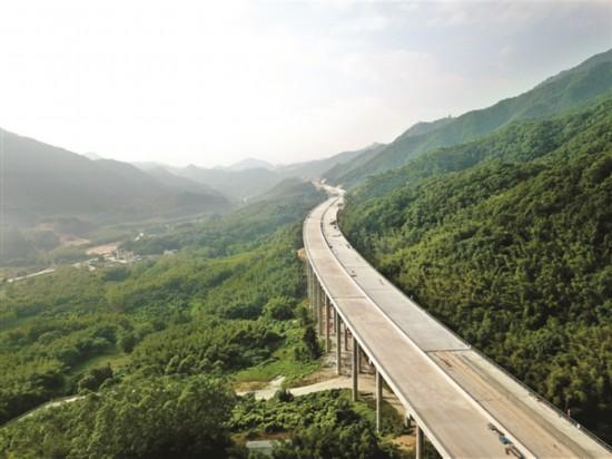 惠清高速惠州段进展顺利.  本报记者王建桥 摄