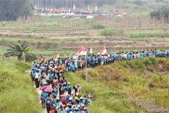 第五届广州户外运动节广清穿越徒步大会引来2000市民参与