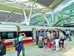 香港开出首趟高铁旅游专列 1000名香港游客开启两天一晚的广州之旅