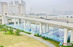 """晋江南岸生态公园示范段田安大桥桥下荒地变""""蓝""""球场"""