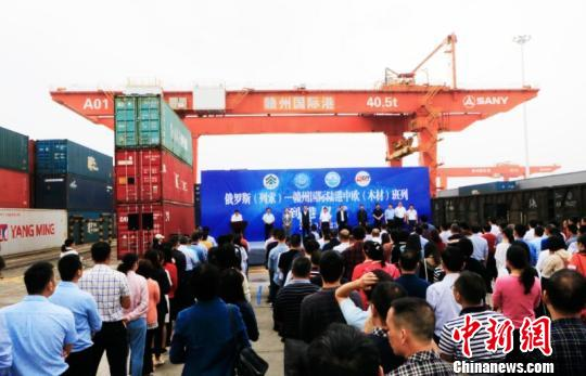 俄罗斯列索——江西赣州国际陆港中欧进口(木材)班列5月23日到港。 杨晓明 摄