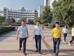 奚春阳赞助严州中学新安江校区报告厅显示屏和灯光音响设备