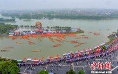 湖南永州市道县举行传统龙船赛 预计吸引观众达40万人次