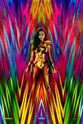 DC电影发布《神奇女侠1984》首张海报 女神借来海王的黄金圣衣穿