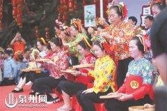 首届蟳埔女盘头大赛在泉州市丰泽区东海街道蟳埔社区举行