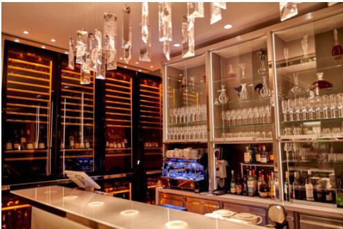 """在Lalique主题城堡酒店说""""晚安"""""""