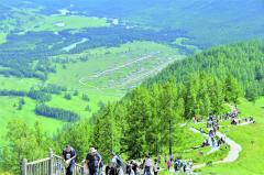 新疆阿勒泰地区喀纳斯景区迎夏季旅游小高峰 已累计接待游客120余万人次